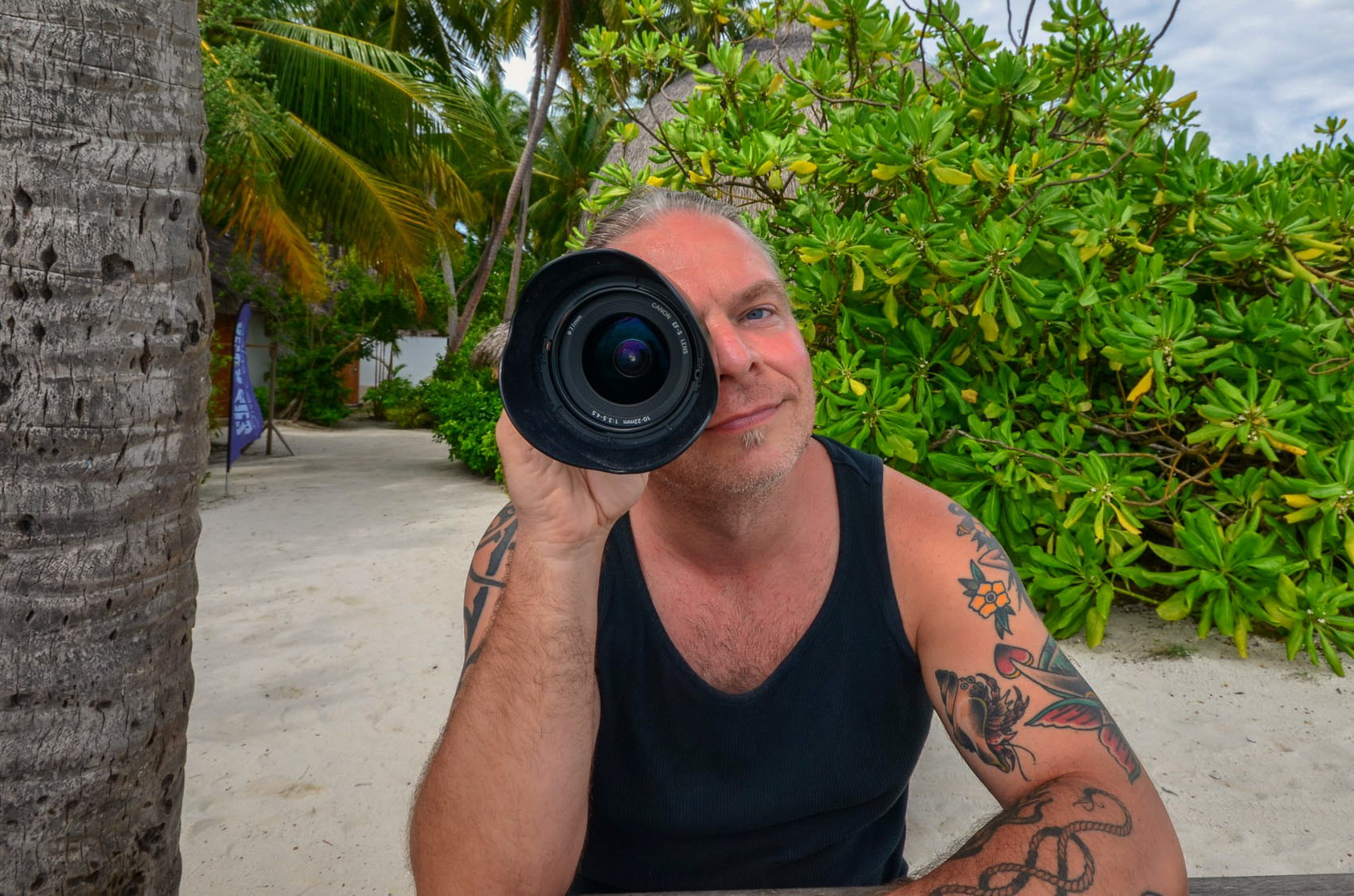 Heiko Munk | underwater photography | looking through a big canon lens